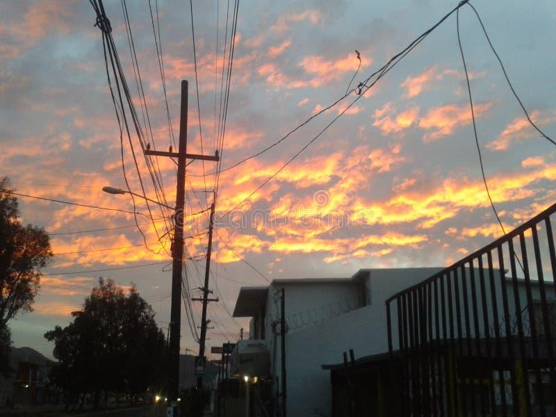 Grand coucher du soleil de ville images libres de droits