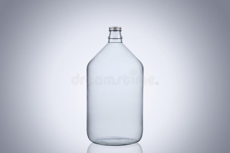 grand dame jeanne en verre de bouteille d 39 eau d 39 isolement sur le fond blanc photo stock. Black Bedroom Furniture Sets. Home Design Ideas