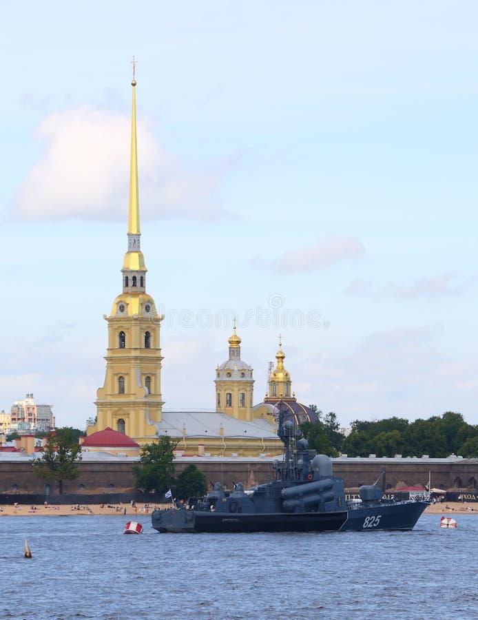 Grand ` de Dimitrovgrad de ` de bateau de missile dans le Neva photo libre de droits