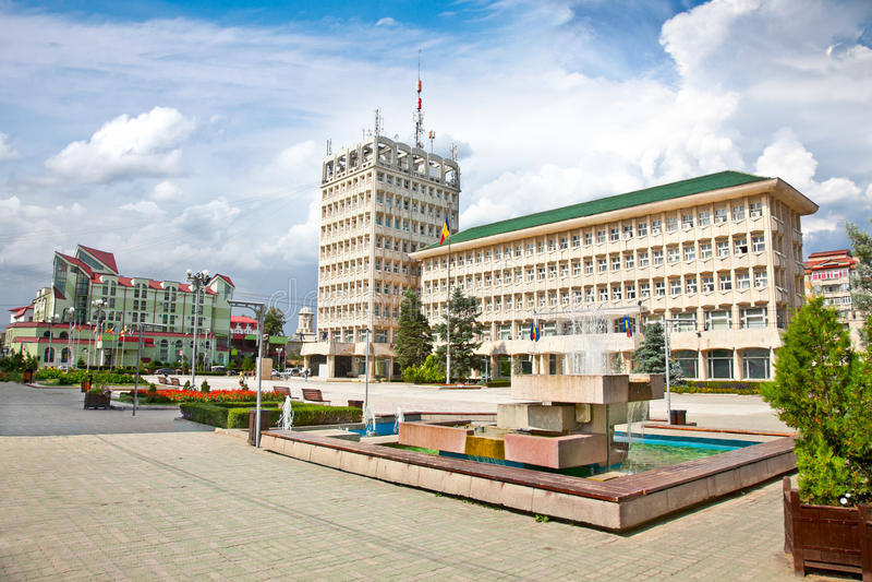 Grand dos central de Targoviste en Roumanie. images stock