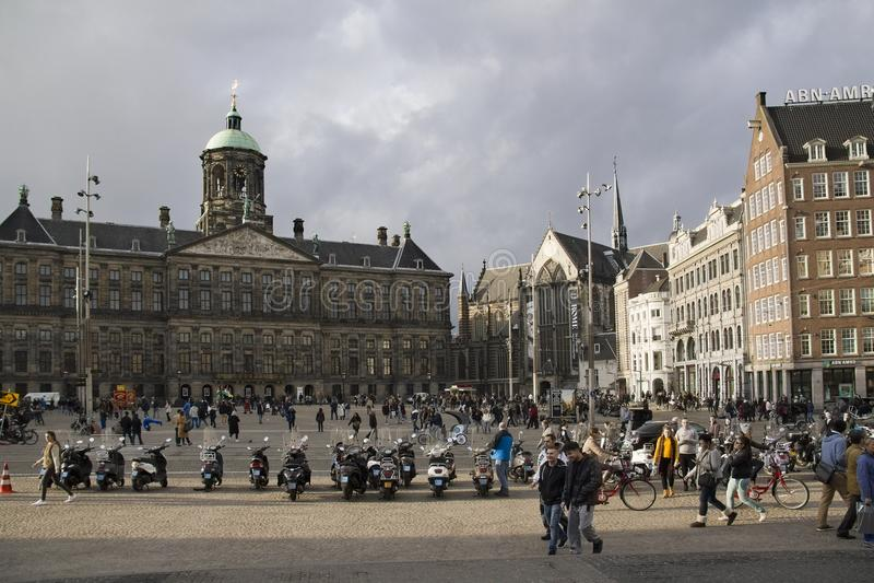 Grand dos de barrage à Amsterdam, Hollande photos stock