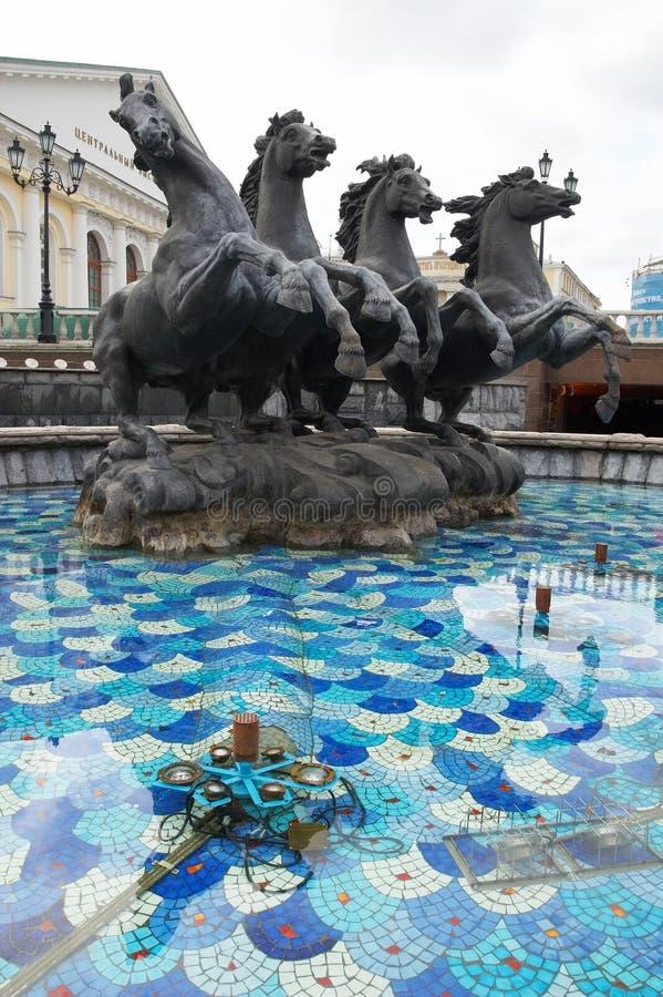 Download Grand Dos De Manez à Moscou. Image stock - Image du moscou, stationnement: 729695
