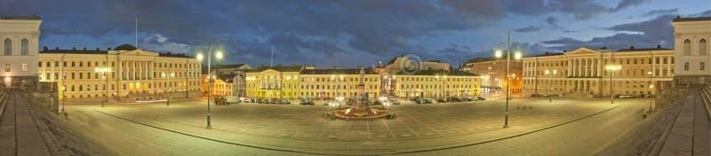 Grand dos de sénat à Helsinki la nuit. Panorama images libres de droits