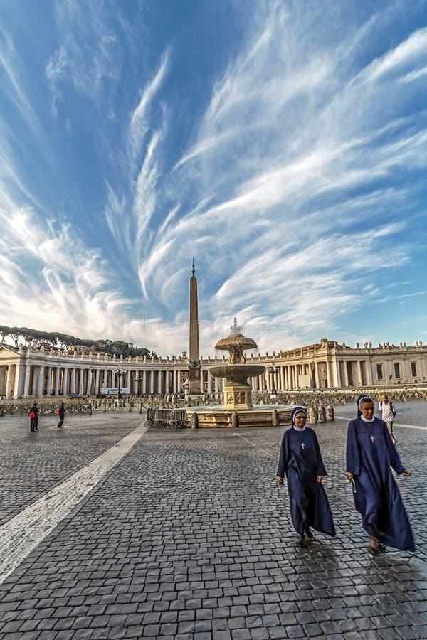 Grand dos de St Peters, Ville du Vatican photographie stock