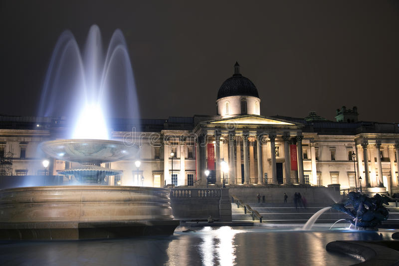 Grand dos de Trafalgar la nuit photographie stock libre de droits