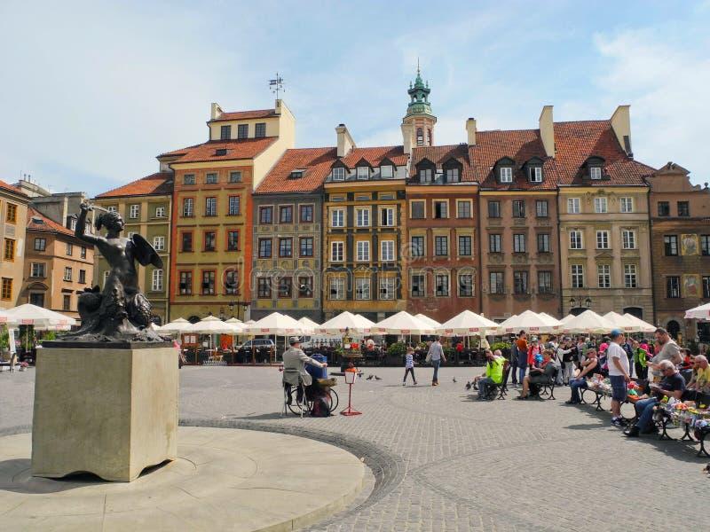 Grand dos du marché à Varsovie photographie stock libre de droits