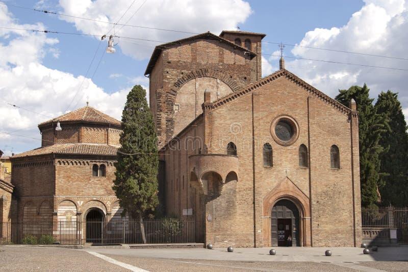 Grand dos et église à Bologna images libres de droits