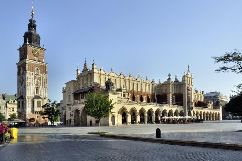 Grand dos principal du marché (Rynek) à Cracovie, Pologne image stock