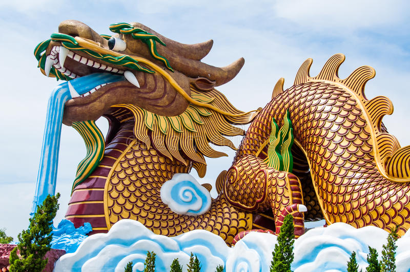 Grand dragon d'or photo stock