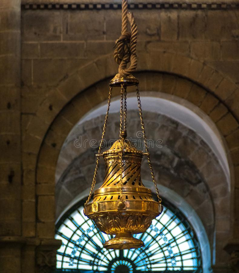 Grand encensoir Botafumeiro dans la cathédrale de Santiago de Compostela images stock