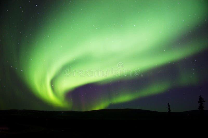 Grand et lumineux remous de l'aurore photos libres de droits