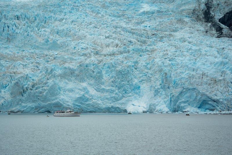 Grand glacier de Holgate en parc national de fjords de Kenai Couleur assez bleue à la glace photos libres de droits