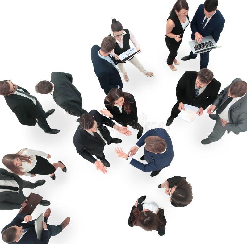 Grand groupe de gens d'affaires enthousiastes D'isolement sur le blanc photos libres de droits
