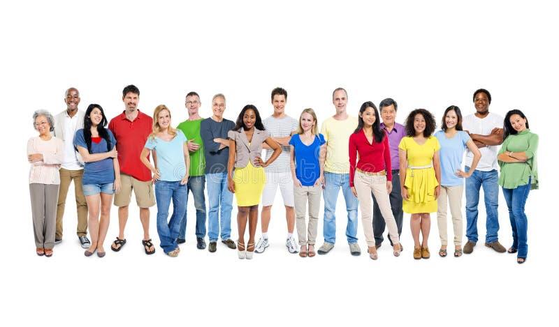 Grand groupe de personnes du monde sur le fond blanc image libre de droits