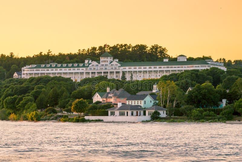 Grand Hotel på framstående skärm på solnedgången på den Mackinac ön Michigan royaltyfri foto