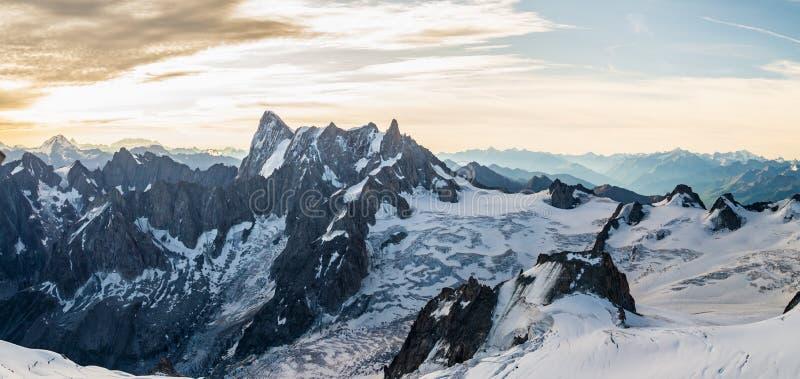 Grand Jorasses, Mont Blanc-massiv, bergsområde i Alperna arkivfoton