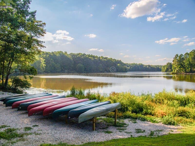 Grand lac chez William B Parc d'état d'Umstead photographie stock libre de droits