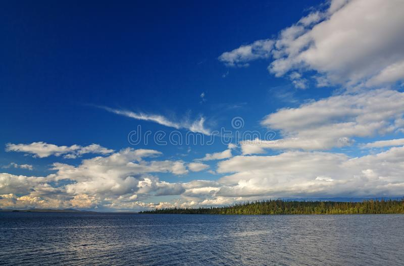 Grand lac Imandra, Kola Peninsula, photographie stock