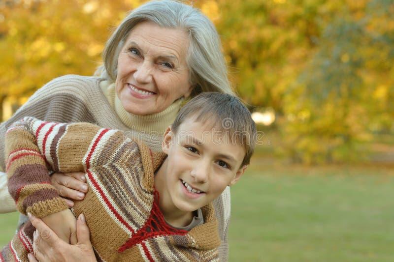 Download Grand-mère Avec Le Garçon En Parc Image stock - Image du famille, femelle: 76082797