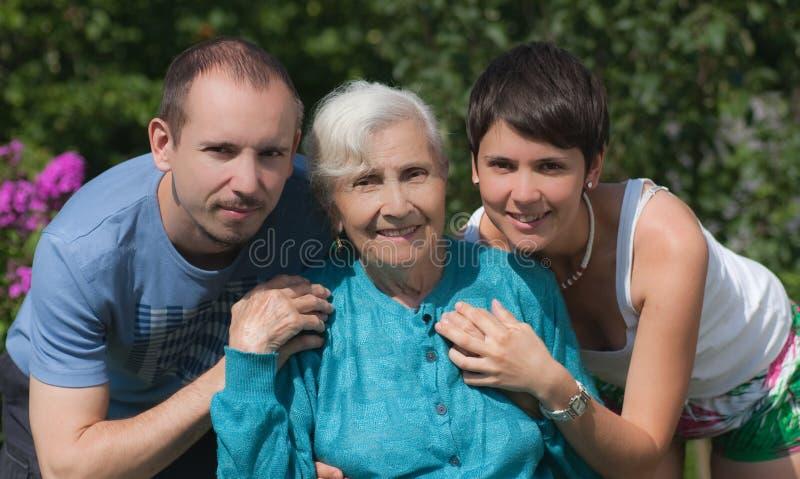 Grand-mère et enfants image libre de droits