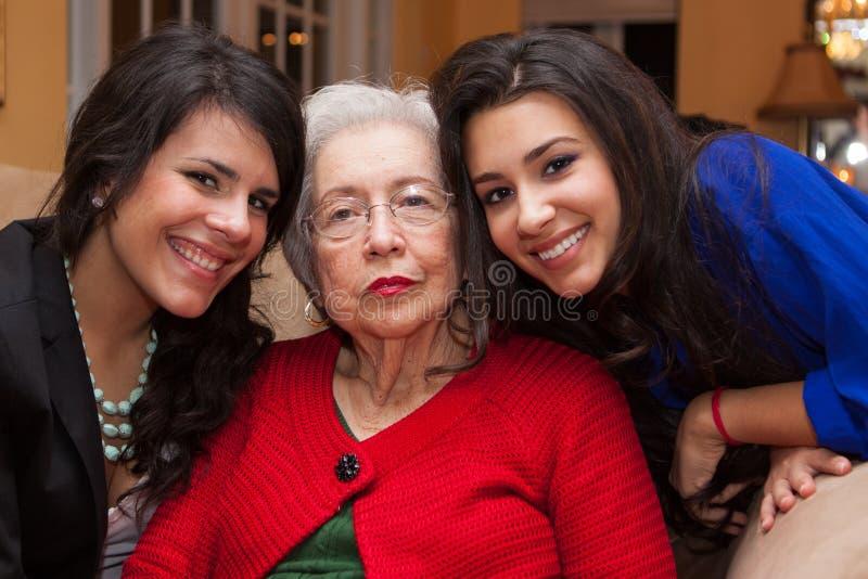Grand-mère et petite-filles photo libre de droits