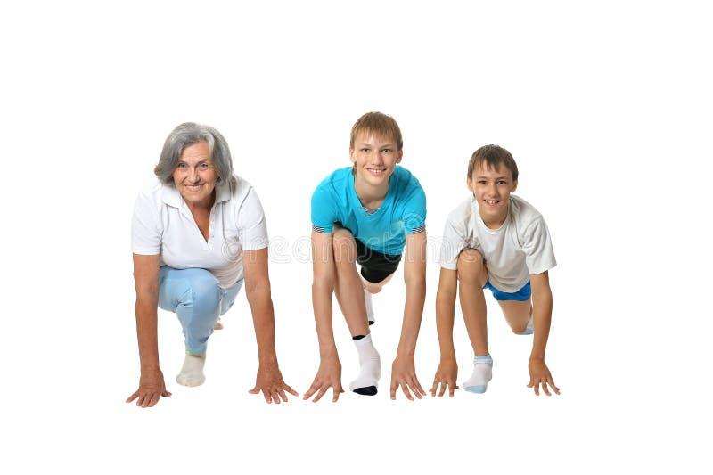 Grand-mère s'exerçant avec deux garçons photo libre de droits