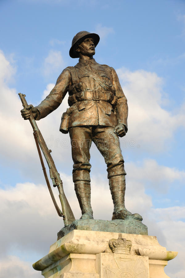 Grand mémorial de soldat de guerre images stock