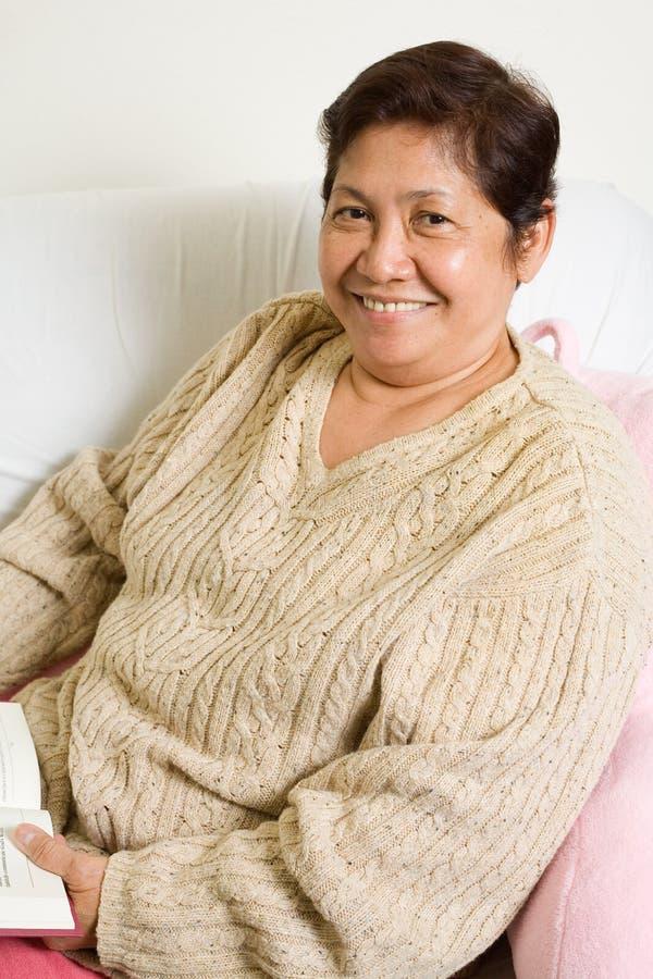 Grand-maman de sourire photographie stock libre de droits