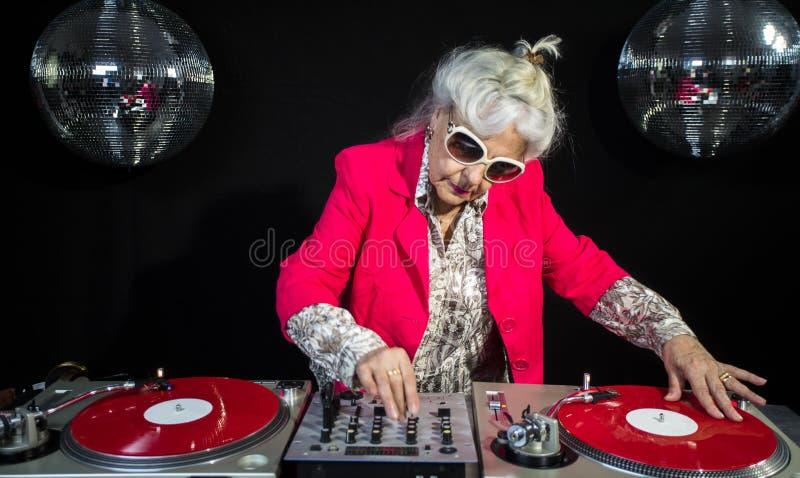 Grand-maman du DJ photos stock