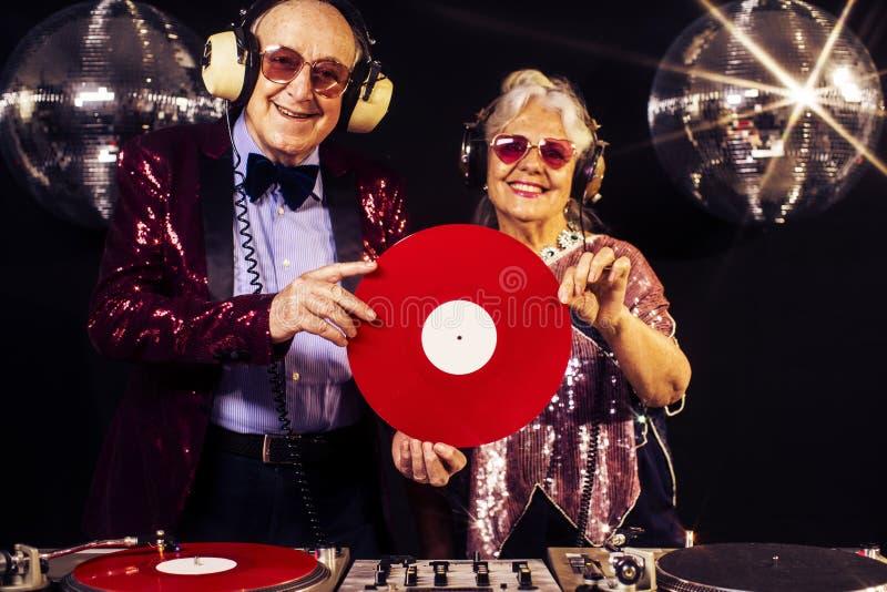 Grand-maman et grand-papa du DJ photographie stock