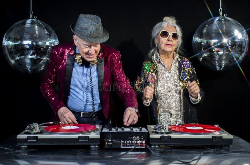 Grand-maman et grand-papa du DJ images stock