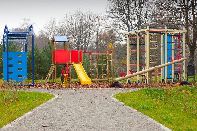 Grand matériel coloré de cour de jeu d'enfants photographie stock libre de droits