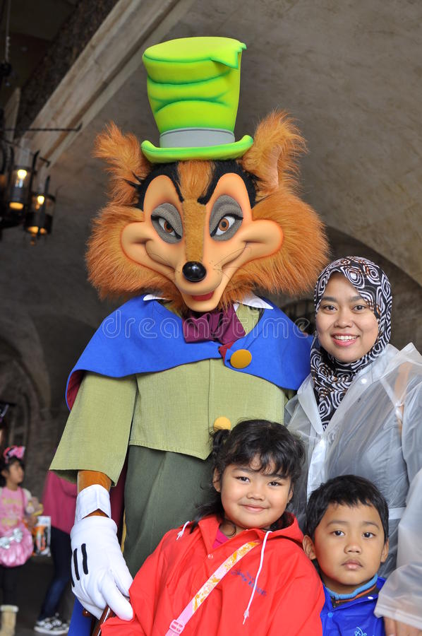 Grand mauvais loup de Th et un famille à la mer de Tokyo Disney images stock