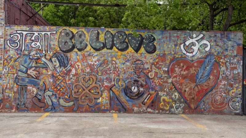 Grand mur anonyme et non signé Parry Street mural, Dallas, le Texas image stock