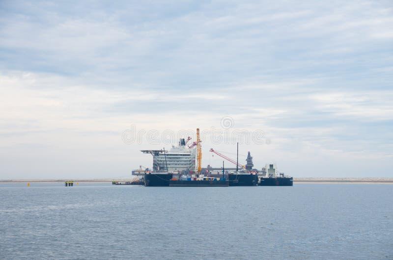 Grand navire de grue images stock