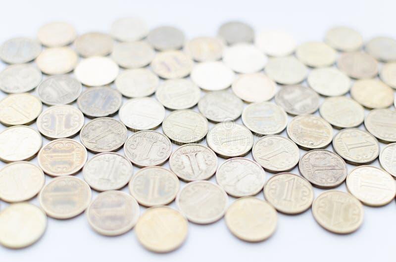 Grand nombre de valeur nominale de pièces de monnaie d'un tenge images libres de droits