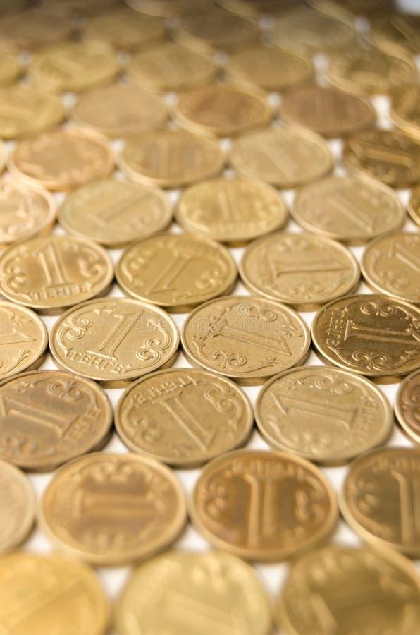 Grand nombre de valeur nominale de pièces de monnaie d'un tenge photo libre de droits