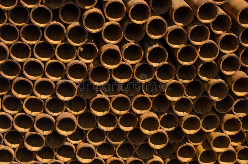 Grand nombre des tuyaux en métal photographie stock