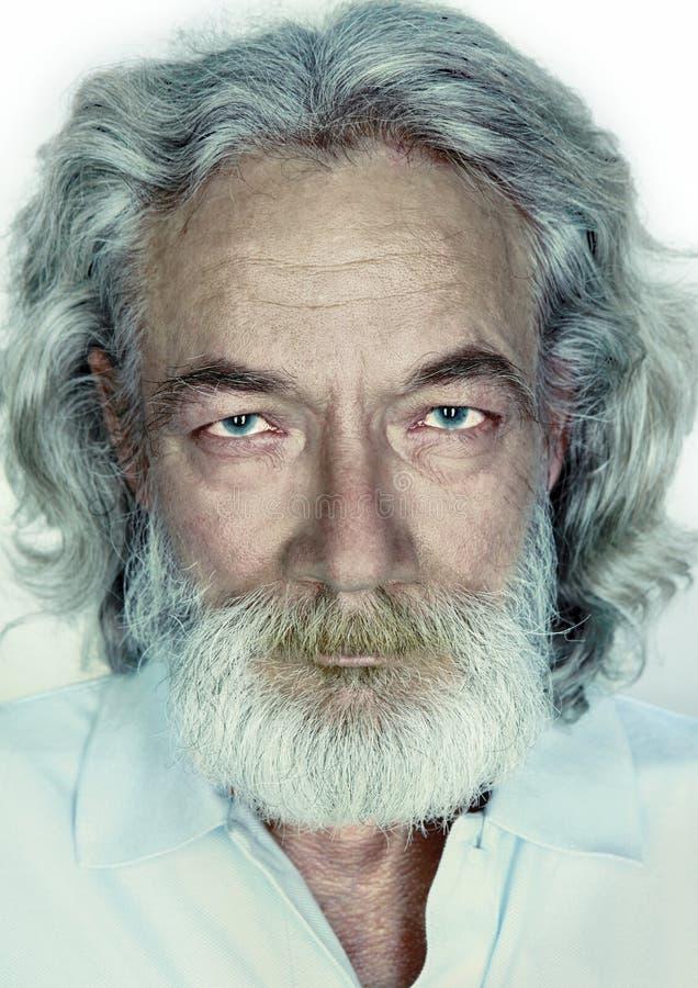 Grand-père avec de longs cheveux, barbe et moustache gris photos stock
