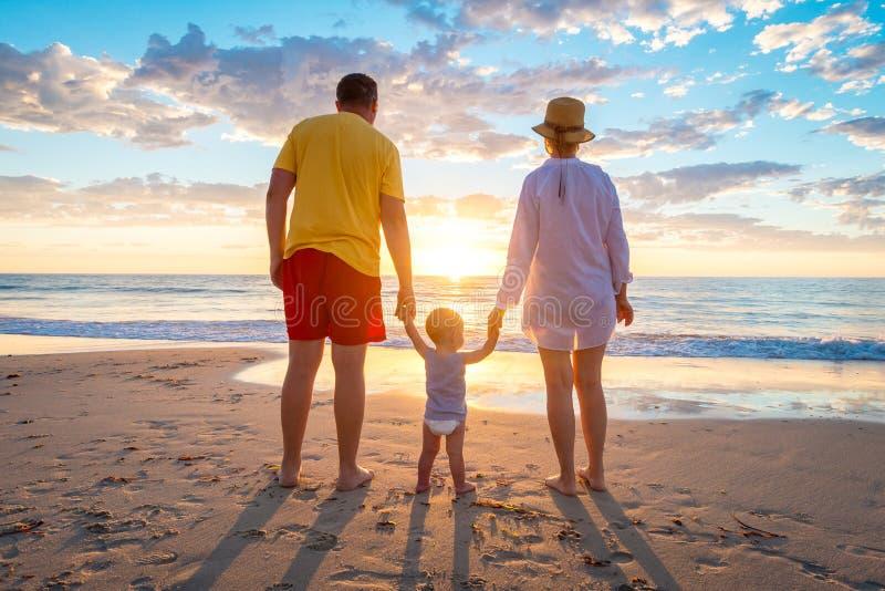 Grand-père et grand-mère avec le petit-fils images libres de droits