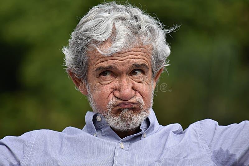 Grand-père supérieur malheureux photographie stock libre de droits
