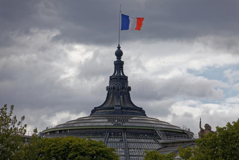 Grand Palais avec le drapeau français photos stock