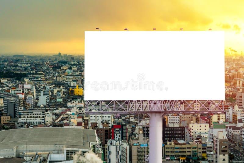 grand panneau d'affichage vide pr?t pour la nouvelle publicit? avec le coucher du soleil images libres de droits
