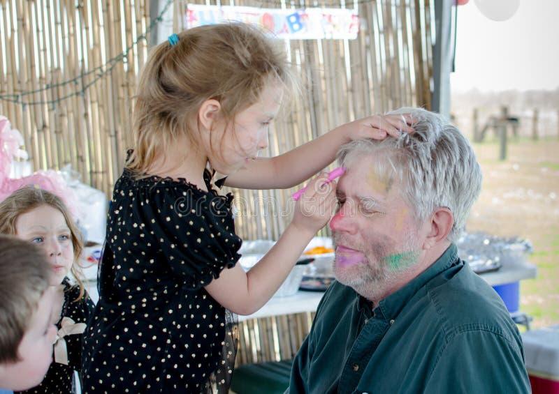 Grand-papa de peinture de visage photo stock
