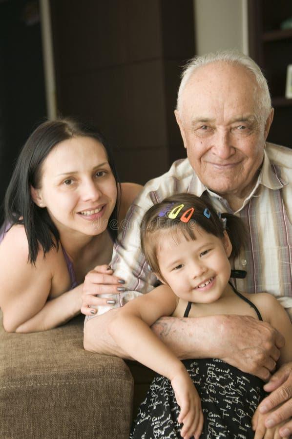 Grand-papa et descendants grands photo stock