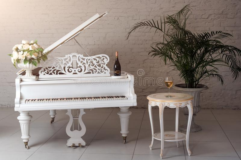 фотосессия с белым роялем в сумах выпускаем качественную