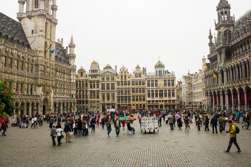 Grand Place, Bruxelles : vue de commutateur au côté de Ne photo stock