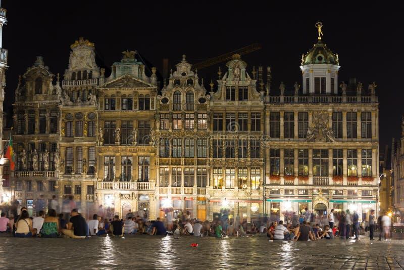 Grand Place på natten bryska _ arkivbild