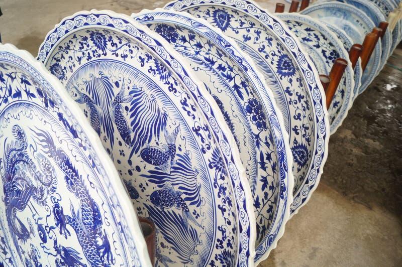 Grand plat de dîner de porcelaine de fleur photo libre de droits