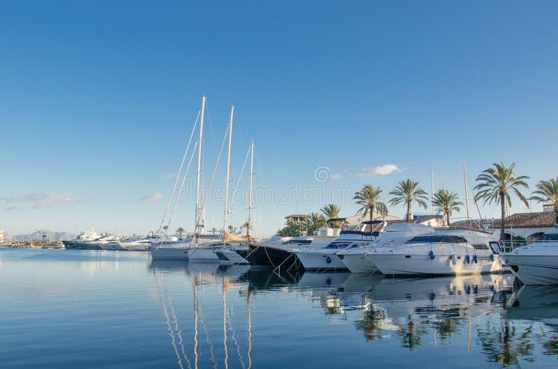 Grand port de yacht photo stock